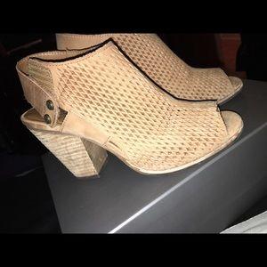 VINCE CAMUTO peep toe wedge sandal